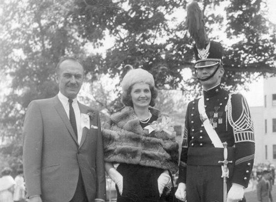 Дональд Трамп с родителями на выпуске из Нью-Йоркского военного училища
