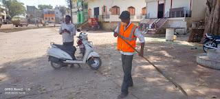 लॉकडाउन के दौरान परिषद कर्मचारियों ने वार्डों में तथा सार्वजनिक स्थानों की सफाई की