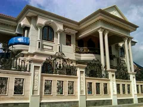 rumah mewah model eropa teras pilar bulat