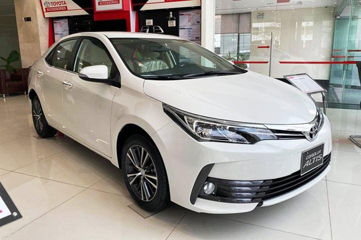 Xả hàng tồn, Toyota Corolla Altis giảm giá 180 triệu đồng