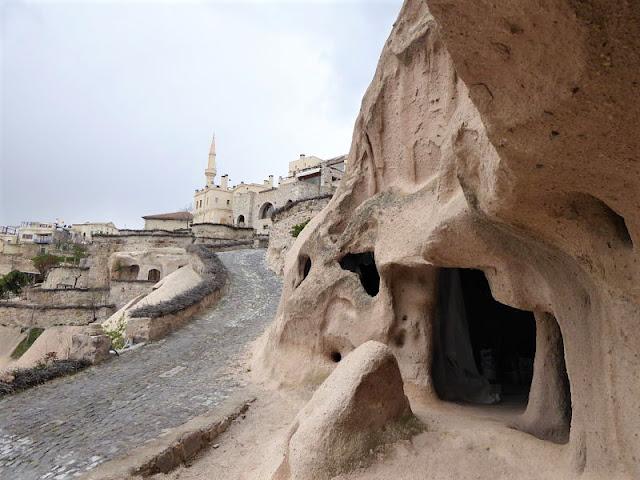 casa-cava e moschea a Uçhisar