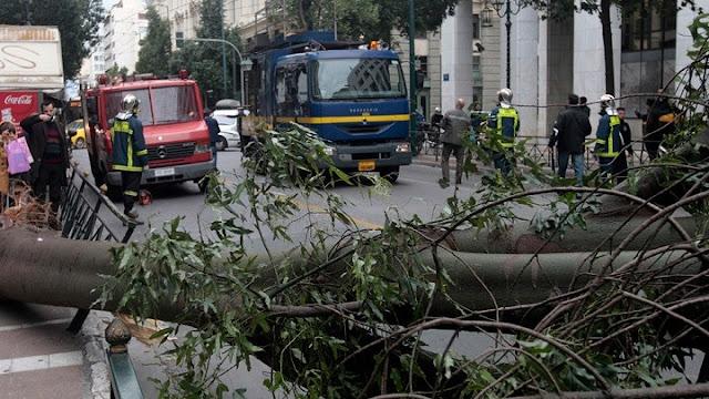 Σοβαρά προβλήματα από τη την καταρρακτώδη βροχή στην Αττική