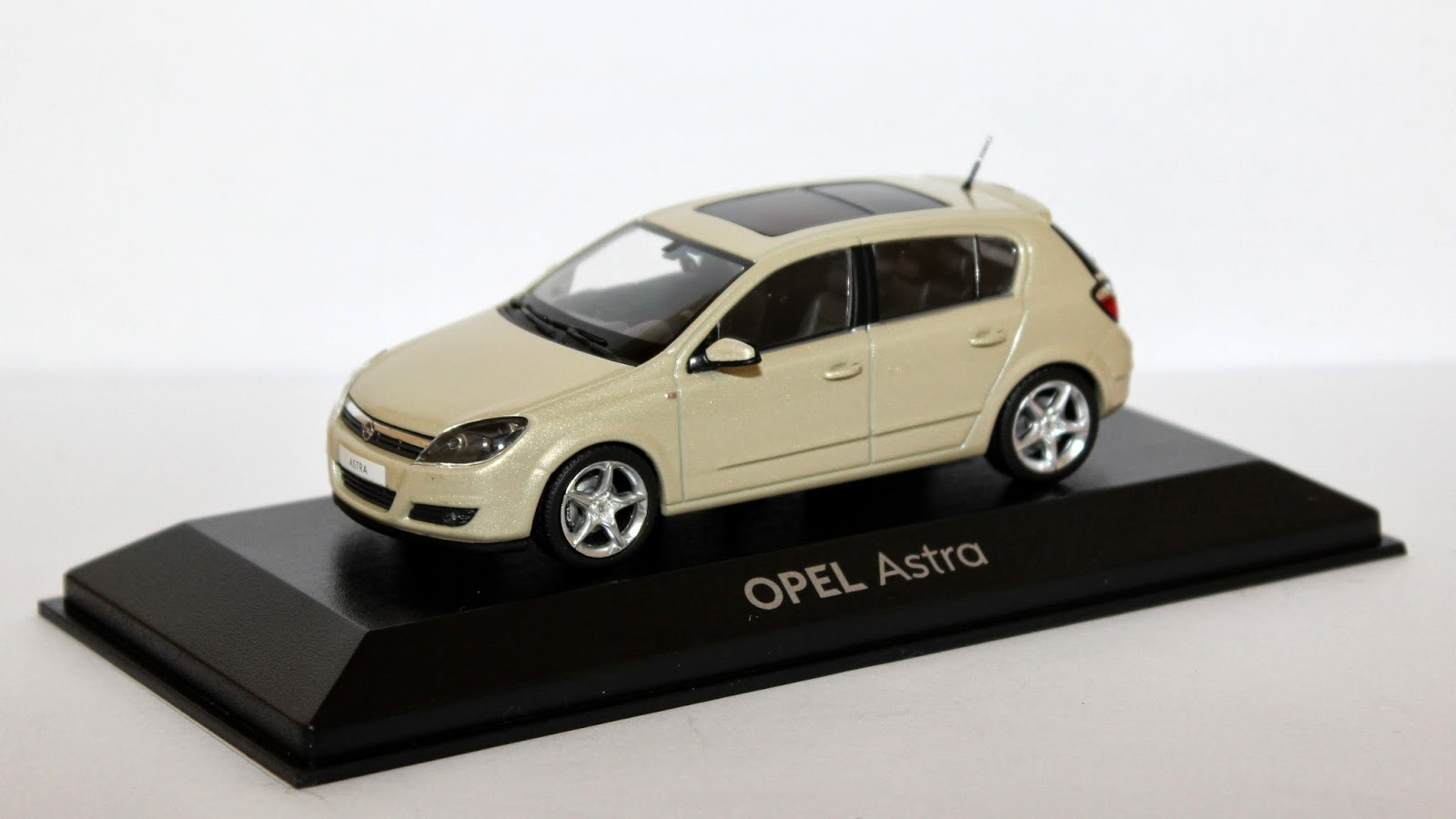 miniaturas opel opel astra h 2004 2009. Black Bedroom Furniture Sets. Home Design Ideas