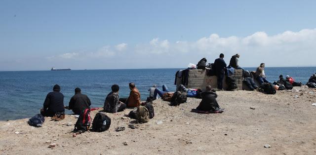 Μετανάστες παριστάνουν τους νεοαφιχθέντες για να φύγουν λόγω κορωναϊού