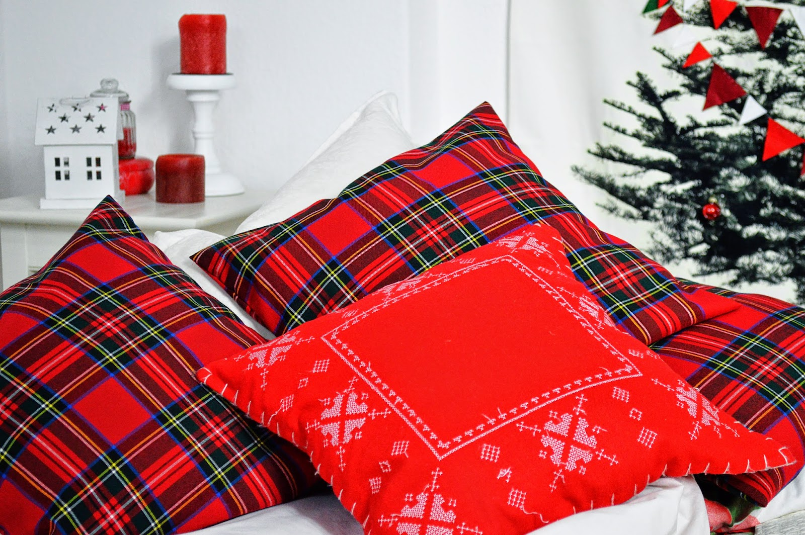 DIY Christmas Envelope Pillow Cases | Motte's Blog