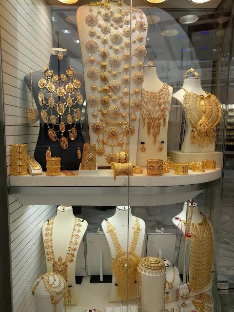 Золотые украшения в Gold Souk