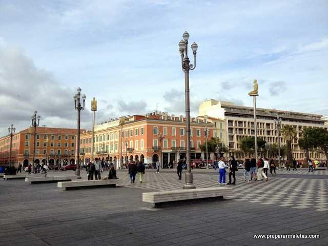visitar las plazas más bonitas de Niza
