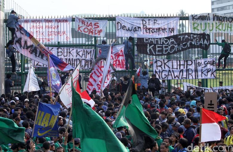 Datangkan Massa Lebih Besar, Hari Ini Mahasiswa Kembali Gerudug DPR