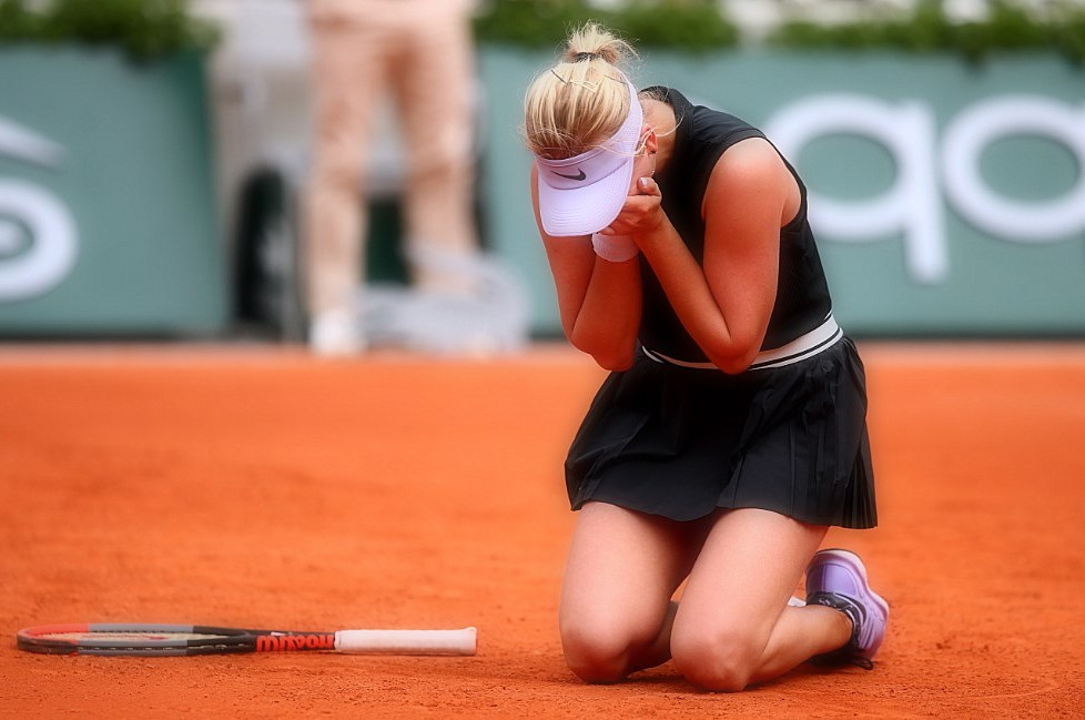 The latest: Kerber loses in the first round at the French Open