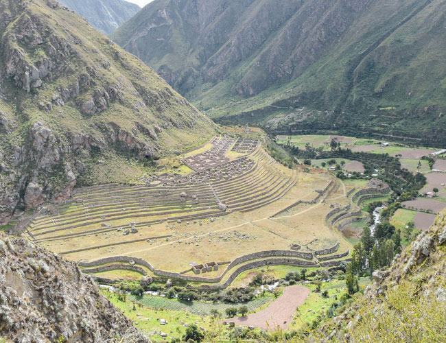 Xvlor Patallacta is ruin complex built by Inca Empire and destroyed by Manco