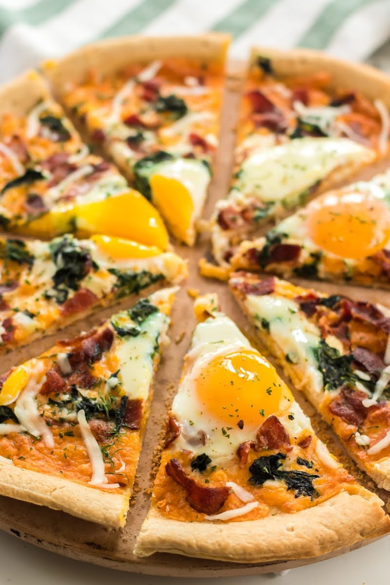 Bacon and Spinach Breakfast Pizza | Photo Courtesy of Persnickety Plates