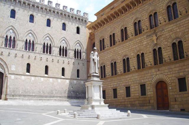 Plaza Salimbeni en Siena, Toscana