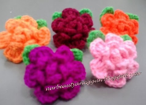 Crochet Brooch Rose Daun Kecil