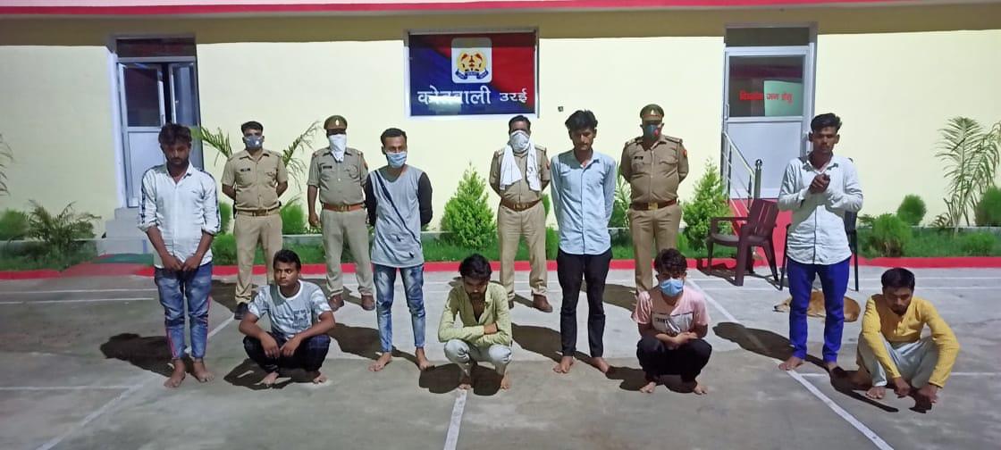 कोतवाली उरई पुलिस द्वारा जुआ खेलते हुए अभियुक्त गिरफ्तार                                                                                                                                                   संवाददाता, Journalist Anil Prabhakar.                                                                                               www.upviral24.in