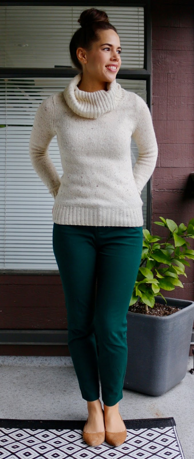 Jules in Flats - Cozy Turtleneck Sweater Outfit