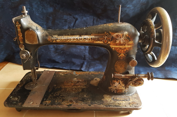 vintage singer sewing machine | DevotedQuilter.com