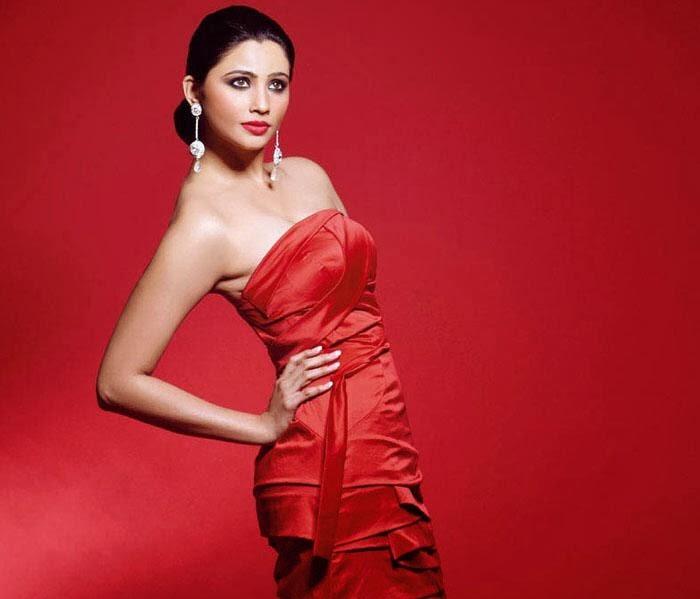 Daisy Shah Hot HD Wallpaper Free Download