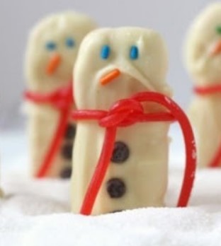 EASY SNOWMEN SANDWICH COOKIES