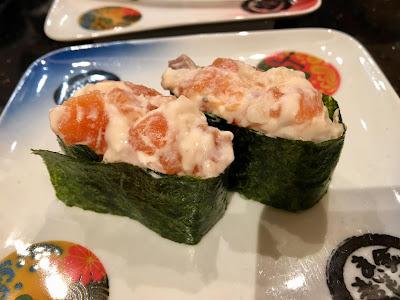 金沢まいもん寿司のサーモンチーズ軍艦(290円)