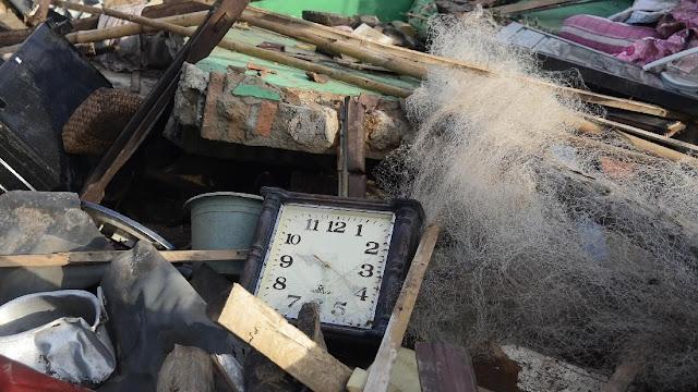 FOTO: Jam Dinding Ini Menunjukkan Waktu Terjadinya Tsunami