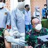 Pangdam Hasanuddin bersama Ketua Persit KCK Daerah XIV/Hasanuddin Ikuti Vaksin Covid-19 di RS. Pelamonia