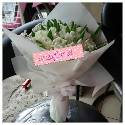penjual bunga tulip di surabaya, toko bunga tulip surabaya, hand bouquet pengantin surabaya