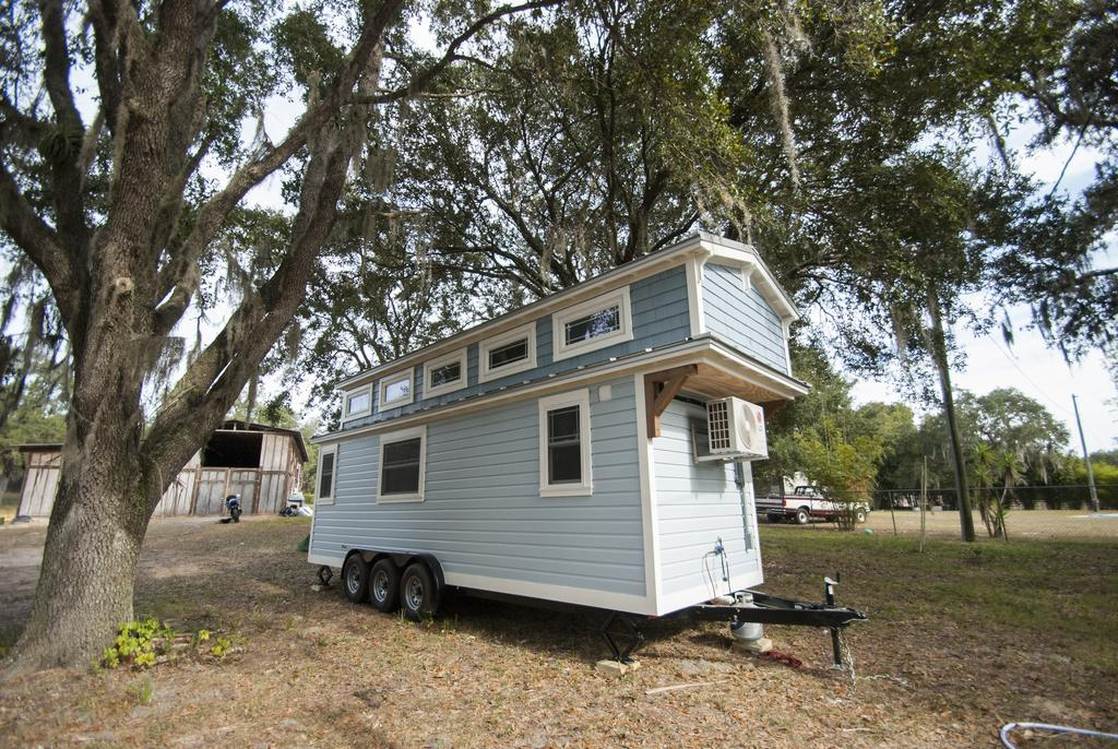Tiny house town luxury davenport tiny house 270 sq ft for Small homes in florida