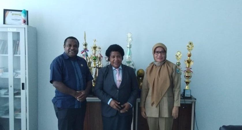 Reses, Yance Samonsabra Temui Kadis PPPA Provinsi Papua Barat