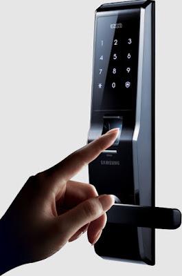 """Khóa điện tử vân tay samsung """"náo động"""" thị trường khóa cửa."""