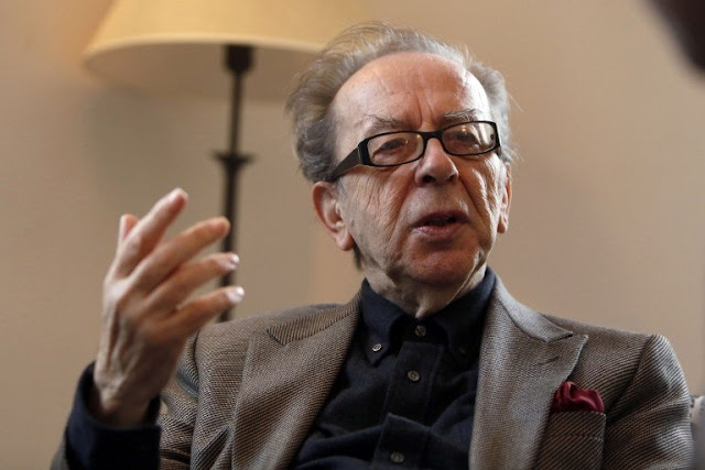 Emmanuel Macron honors Albanian writer Ismail Kadare with 'Grand Officer of the Legion of Honor'
