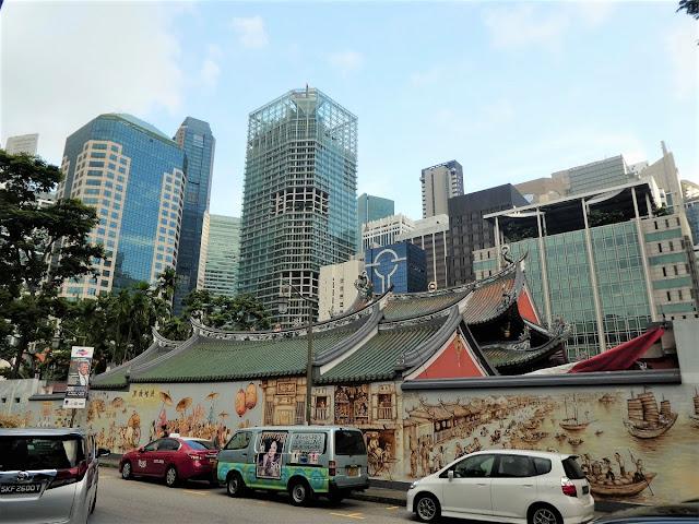 Kinesisk tempel med väggmålning i Singapore