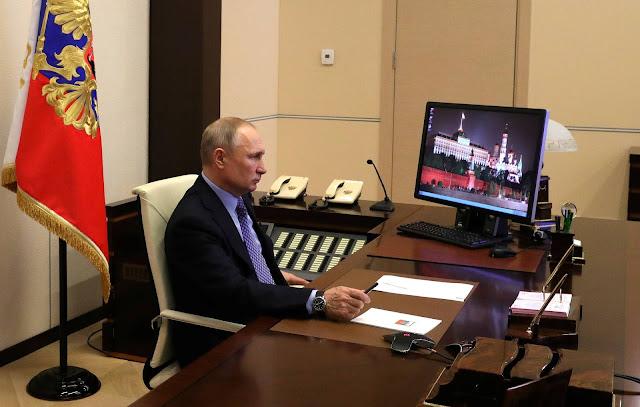 В Кремле решили до зимы ограничивать контакты Путина. Совещания с его участием продолжатся в онлайн-формате cообщают «Открытые медиа» https://openmedia.io/news/n3/v-kremle-reshili-do-zimy-ogranichivat-kontakty-putina-soveshhaniya-s-ego-uchastiem-prodolzhatsya-v-onlajn-formate/