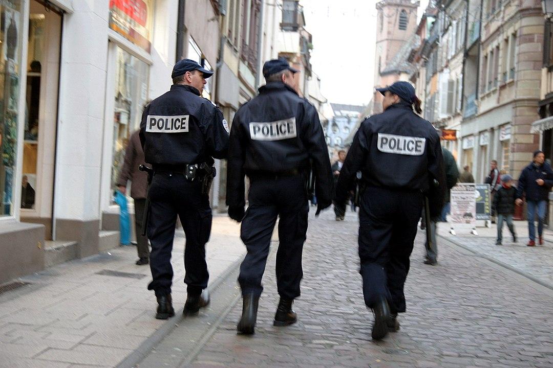 """27 policiers signalés pour """"radicalisation islamiste"""" à Paris"""