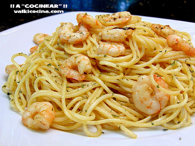 Espaguetis con gambas al ajillo