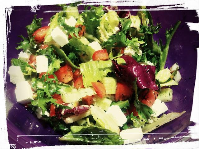 Szybka salatka z feta salatka z serem feta lekka salatka salatka grecka