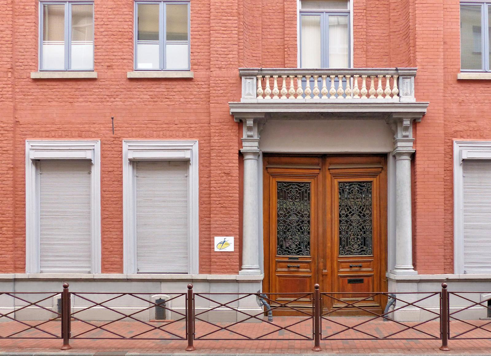 École primaire CNDI, Tourcoing - Ancienne porte cochère