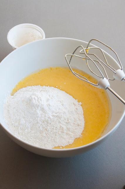 Torta ai 7 vasetti con ciliegie step 3
