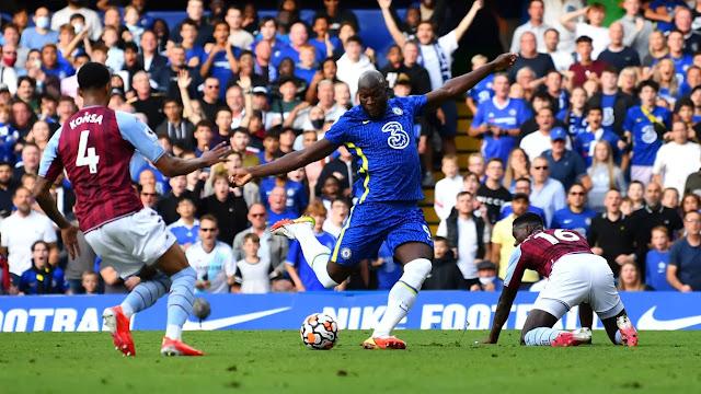 Chelsea forward Romelu Lukaku scoring against Aston Villa