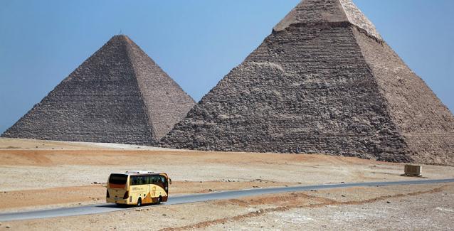 Έκρηξη με στόχο τουριστικό λεωφορείο κοντά στις Πυραμίδες στην Αίγυπτο