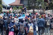 Ribuan Mahasiswa Kepung Kantor DPRD NTB Tolak Upaya Pelemahan KPK