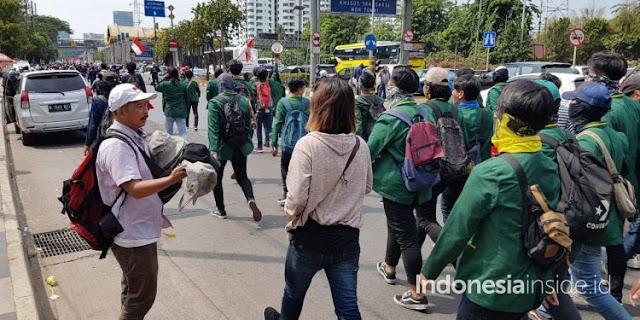 Untung Rp 2 Juta Per Hari, Demo Memberi Tambahan Rezeki Pedagang Topi