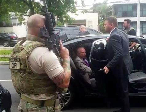 'É uma barbaridade', disse Temer a jornalista sobre prisão