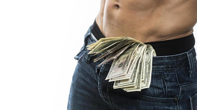 Negocio : Venezolanos se hacen rico prostituyéndose con viejas en Miami