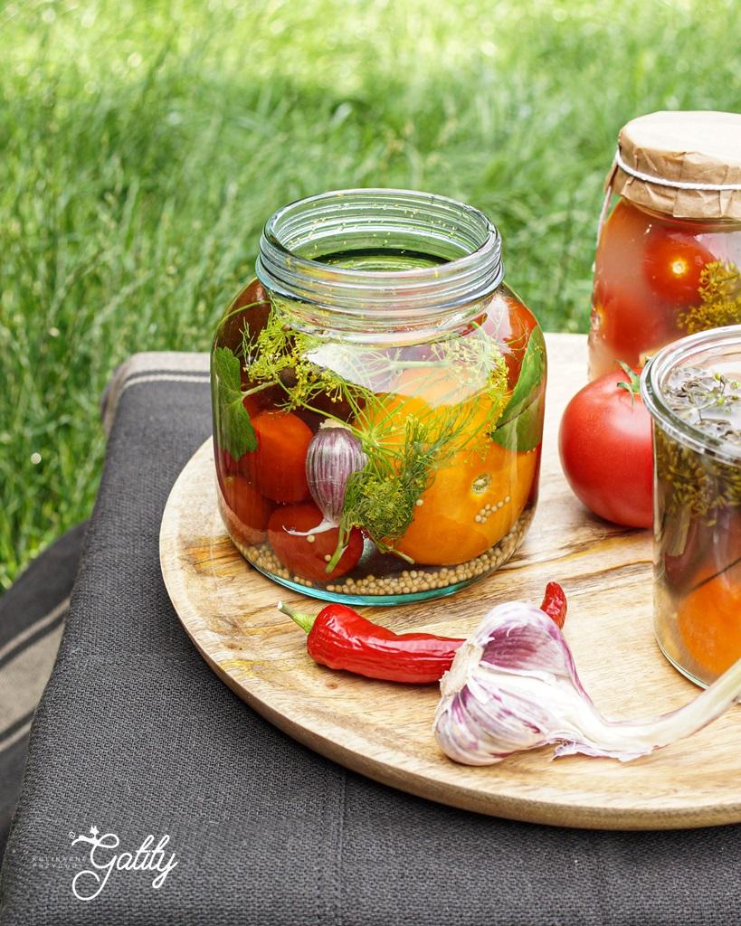 kolorowe-pomidory-w-sloiku