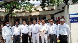 आक्रोशित अधिवक्ताओं ने एसपी कार्यालय का किया घेराव  | #NayaSaberaNetwork