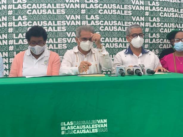 #ENVIVO: Presidente del Colegio Médico y la Asociación de Enfermeras en el campamento por tres causales