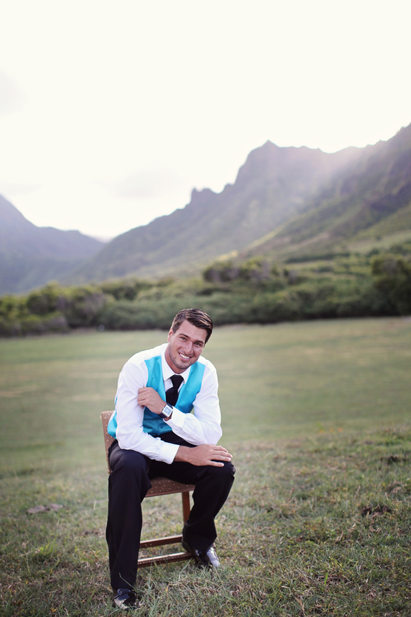Hawaii+destination+wedding+salmon+pink+peach+orange+blue+turquoise+tropical+beach+tim+tebow+wedding+married+girlfriend+fiance+bouquet+gown+cake+chevron+modern+Creatrix Photography+10 - Tropical Oasis