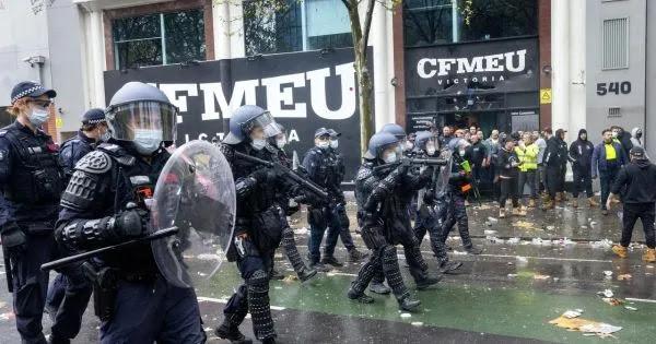Μελβούρνη: Πλαστικές σφαίρες κατά διαδηλωτών οικοδόμων για το εμβόλιο COVID
