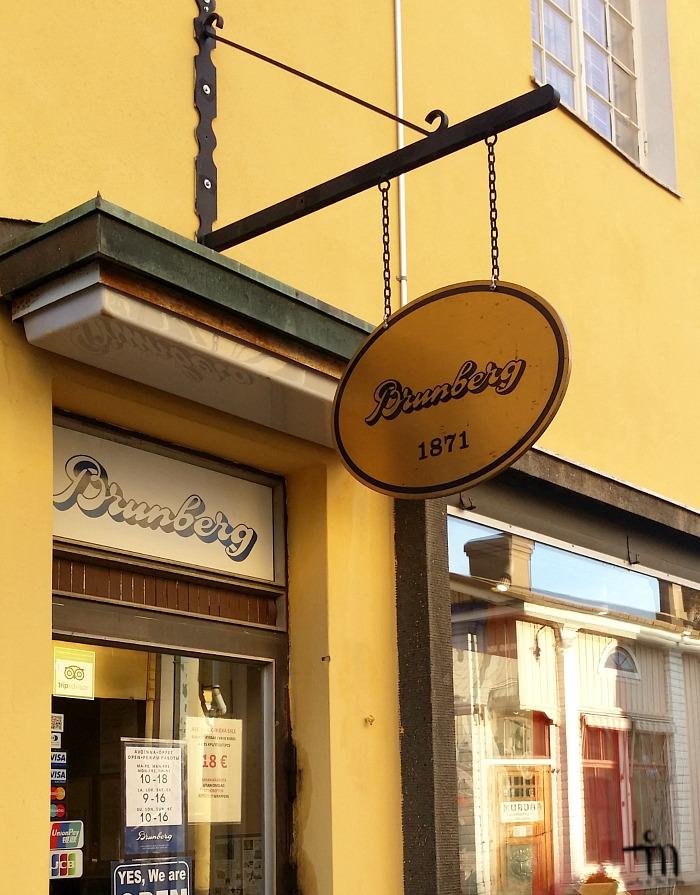 Brunbergin suklaakauppa Porvoon vanhassa kaupungissa