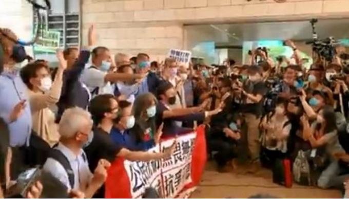 Tensione Gb-Cina per Hong Kong